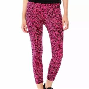 Nike Pink & Black Printed Cropped Leggings Size S